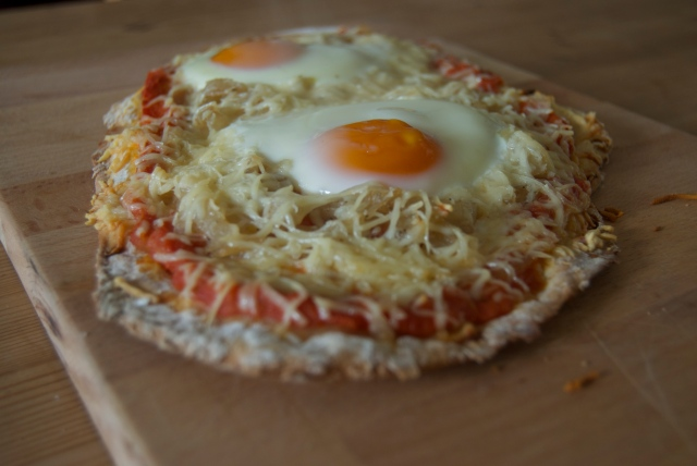 Caramelized onions, tomato sauce and ementhal cheese with 2 eggs