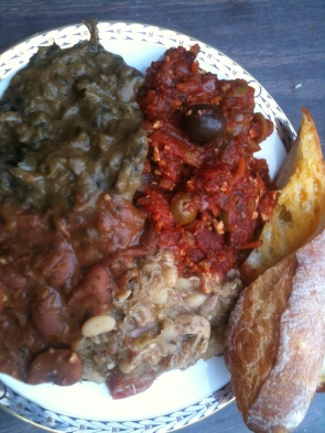 Bourbon Red Beans, Spinach and Mushroom Etouffée, Tofu Ropa and Chicken Creole with Brown Rice and Creole Bread. Délicieux!